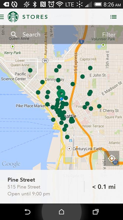 Marketing hiperlocal: o aplicativo da rede Starbucks avisa os usuários quando uma loja está próxima.